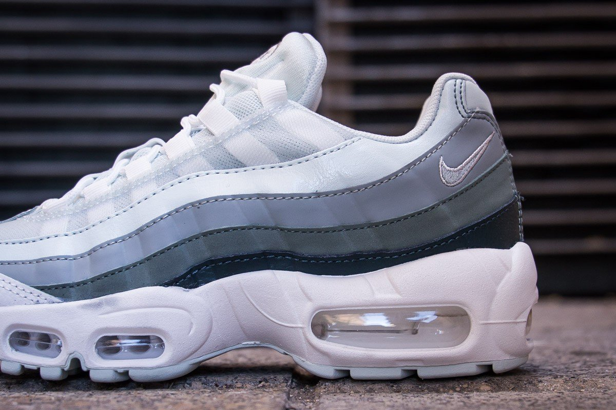 704b7bdd87 ... MAX 95 BARELY GREY CLAY GREEN / 307960-013 Instore and online :  https://www.cornerstreet.fr/nike-wmn-air-max-95-barely-grey-clay-green.html  …