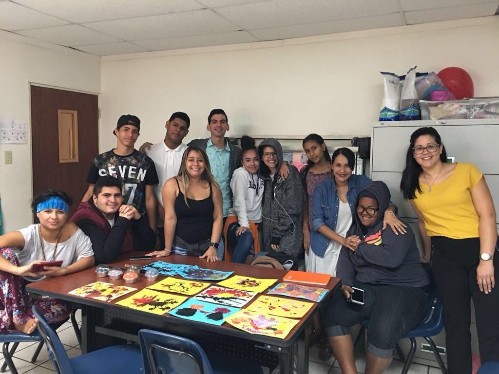 Hoy la Psicóloga Clínica, Cesarly Rodríguez, proveyó un taller de manejo de Estrés por a jóvenes de #NuestraEscuela en Caguas. Utilizaron el #arteterapia y la #aromaterapia como herramientas que pueden ayudarles a calmar su #estrés.