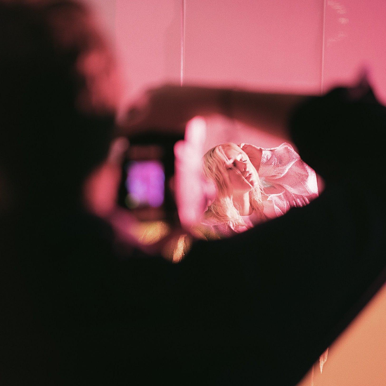 Christina Aguilera DcB5eGOV0AIIAz0