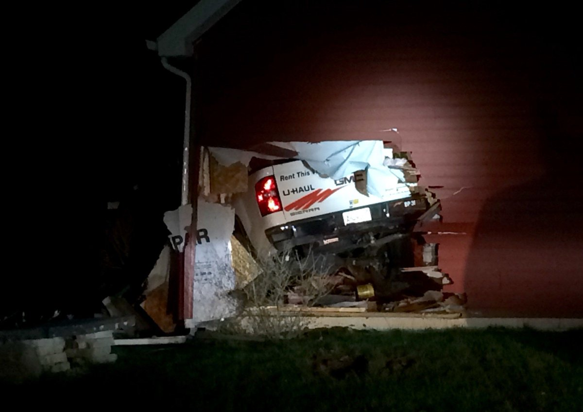 Police looking for 3 men who crashed U-Haul into garage after chase -  https://buff.ly/2I0LVQY pic.twitter.com/TJmas2Pmws