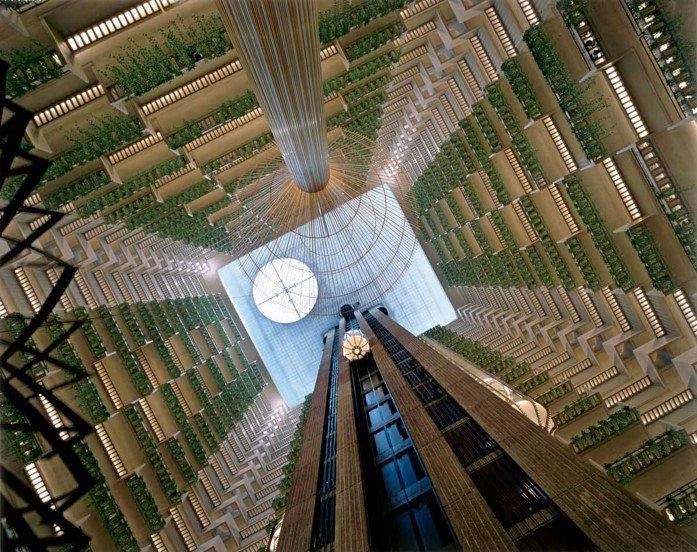 """""""Los arquitectos en el pasado han intentado concentrar su atención en el edificio como un objeto estático. Creo que las dinámicas son más importantes: las dinámicas de las personas, su interacción con espacios y condición ambiental.""""  John Portman, arquitecto estadounidense. https://t.co/1C3tgT0lnL"""