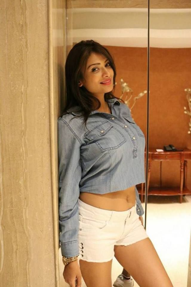 Actress #IshitaVyas Photos.  https://buff.ly/2FsMPAy  @IshitaVyasHolic  @ishivyas18