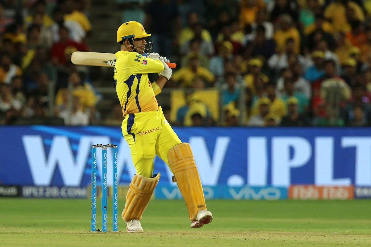 #CSKvDD - Dhoni and Watson wreck Delhi - CSK back to Top of the Table!
