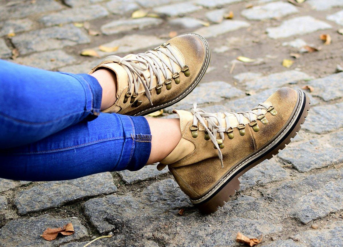9e210ebfccb #hechoamano #artesanal #borcegos #borceguies #zapatos  #acordonadosdeinviernopic.twitter.com/T7lOJMSJoS