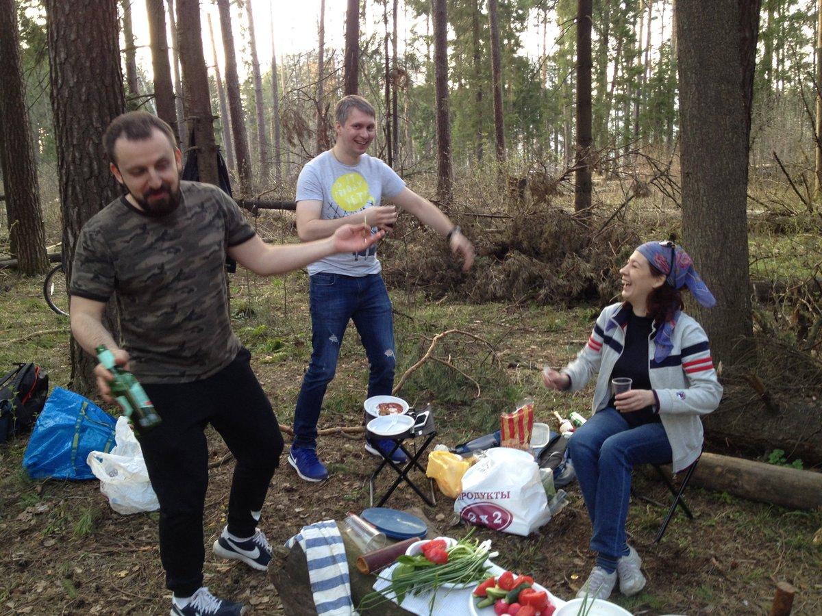 Секс групповой в лесу фото, Три худенькие молодухи раздеваются в лесу секс фото 14 фотография