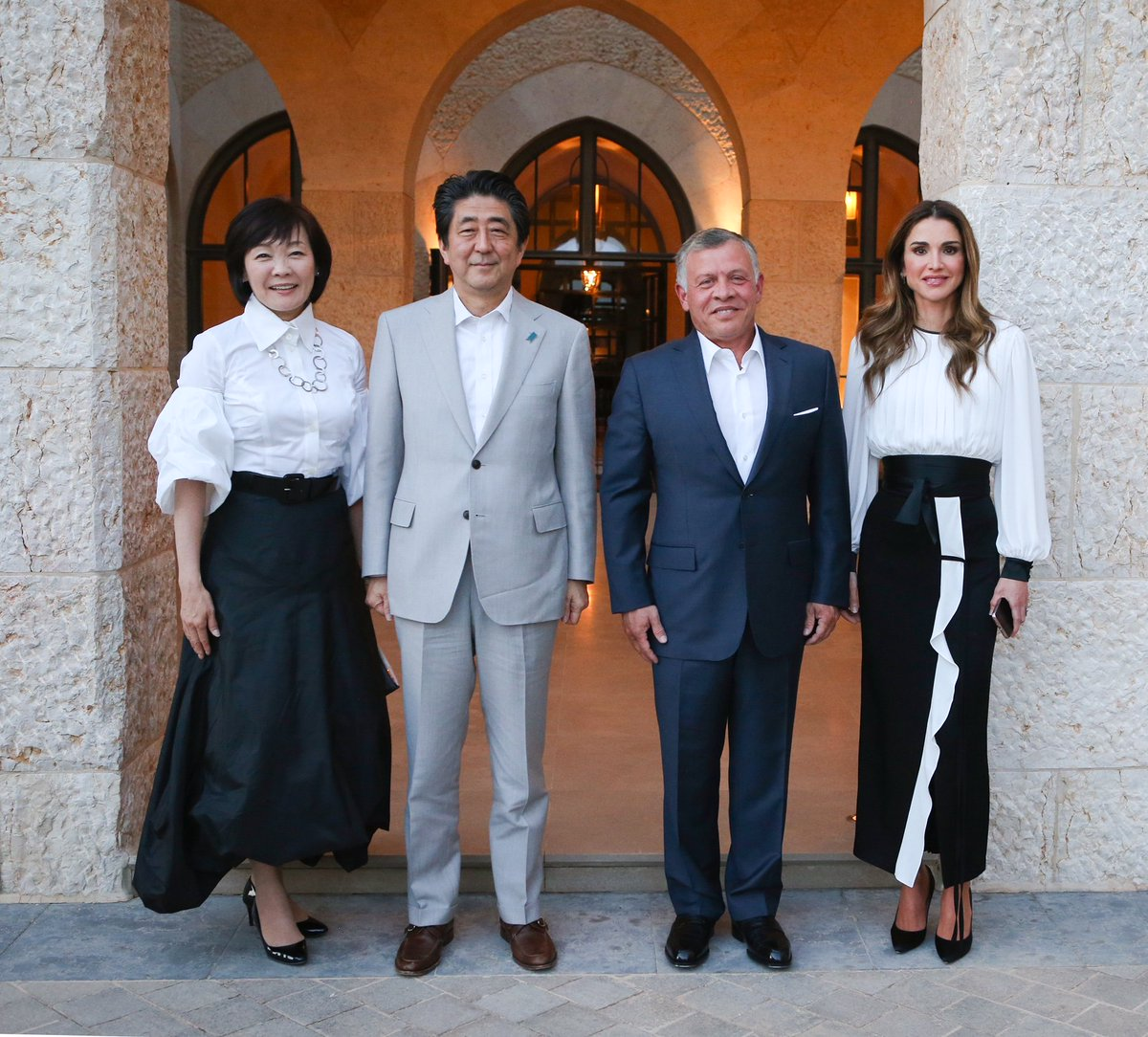 52015acca ... عقيلته Their Majesties King Abdullah II & Queen Rania Al Abdullah host  a dinner banquet in honour of Prime Minister of Japan Shinzo Abe & his  spouse ...