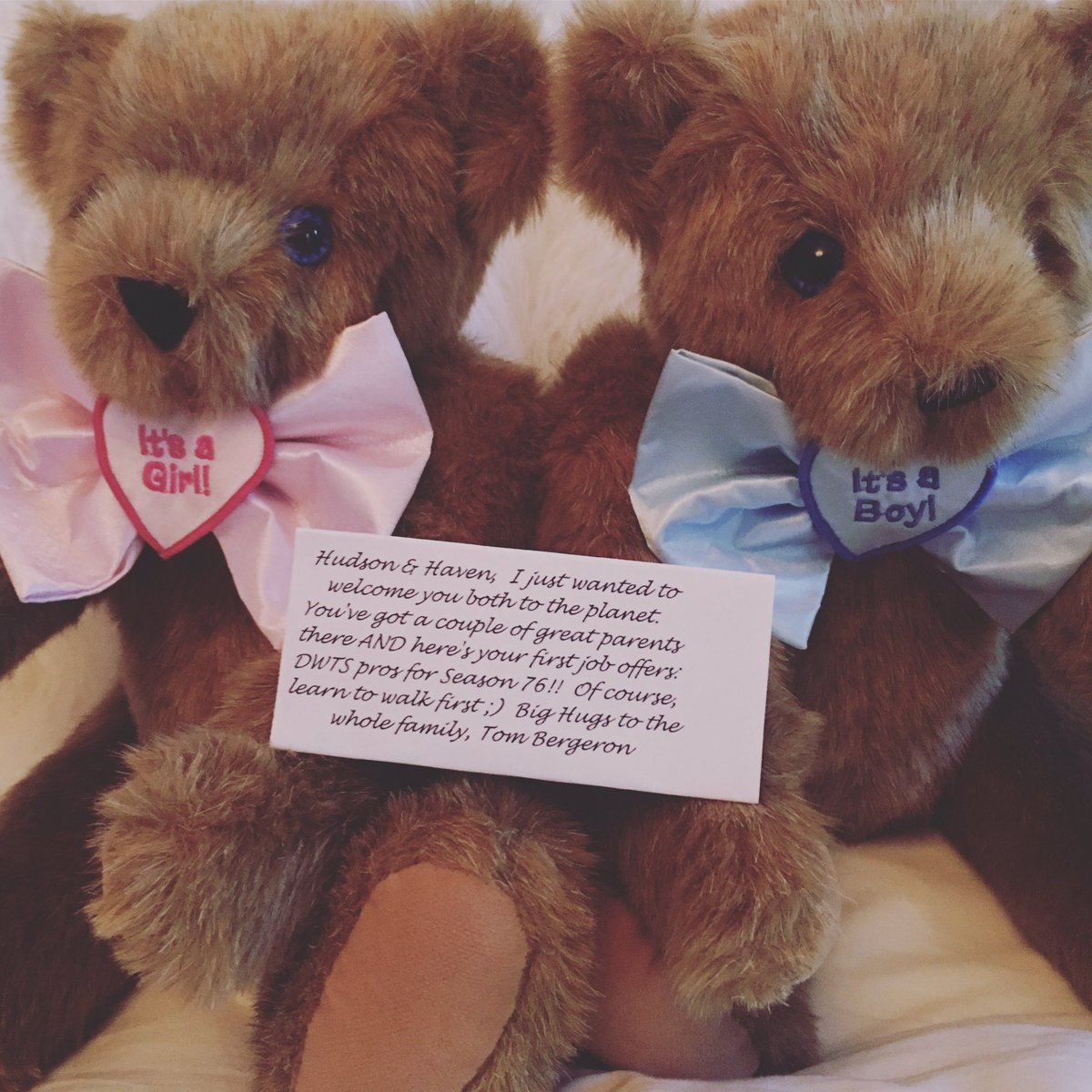 Thank you @tombergeron for the adorable Teddy Bears 🐻🐻💕 your funny little card made my day! Thanks for the babies fist job offer too... #dwtsseason76 😂 @robert_herjavec Hudson, Haven and I can't wait to watch @dancingabc tonight #dwtsathletes 🕺💃 https://t.co/yMr2pWmJwn