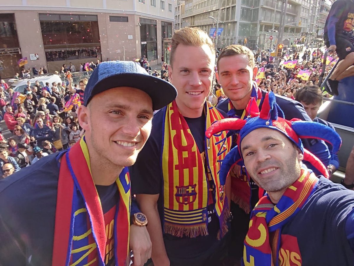 Thanks to all the fans for the amazing support. We had a great celebration yesterday 👍👏 🏆 #7heChamp10ns #ForçaBarça 🔵🔴