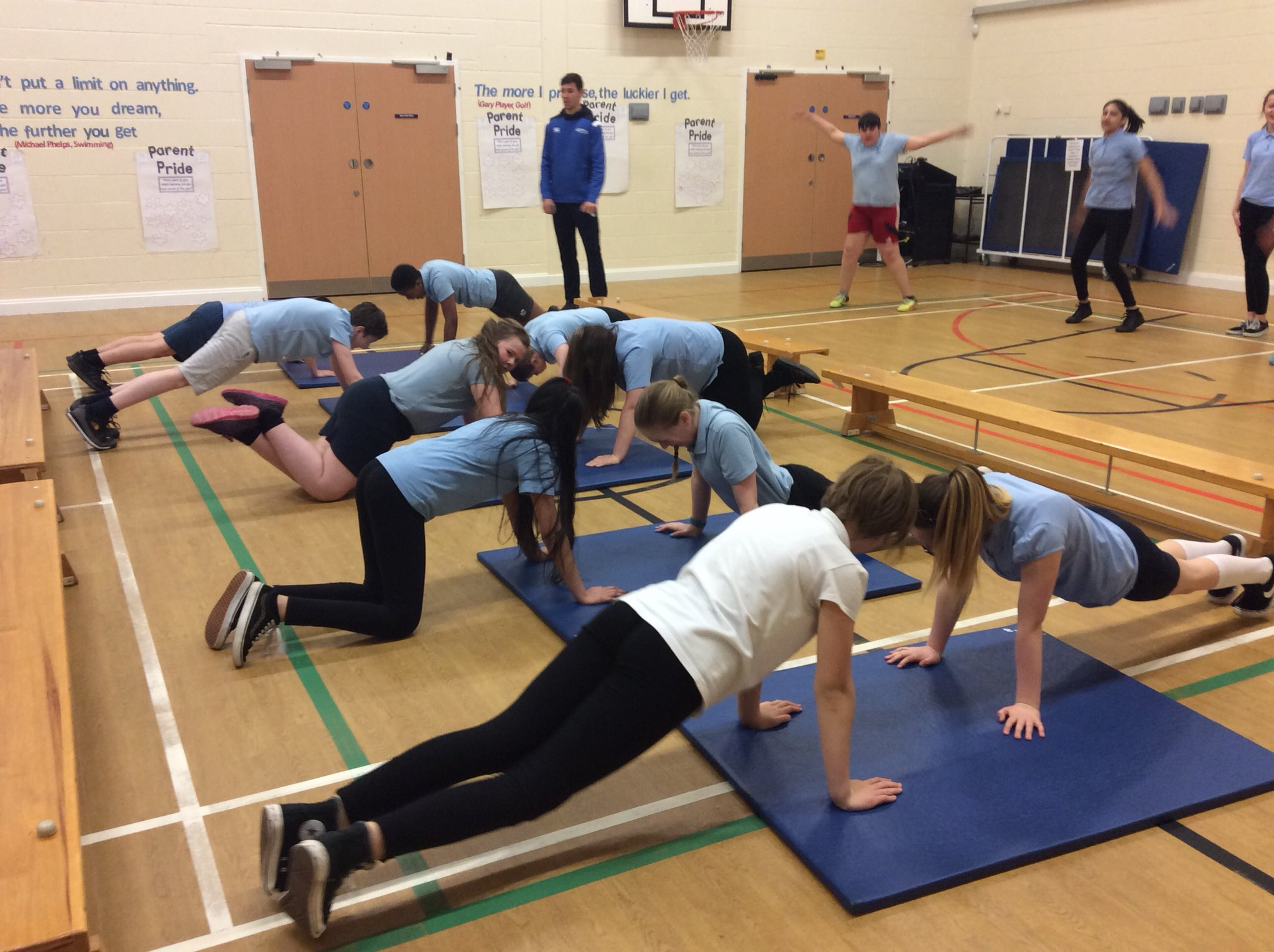 P7 being put their paces by Commonwealth athlete David Smith today #teamscotland #teamburgh https://t.co/dwihjADLMp