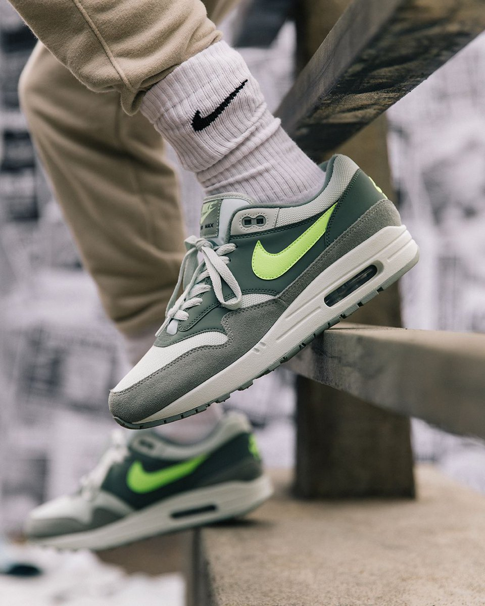 Mica Green/Clay Green/Volt. Launching