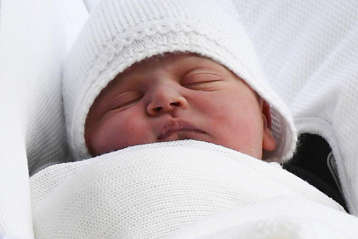 Príncipe William e Kate registram nascimento de filho Louis https://t.co/lu1Vaf25iY #G1