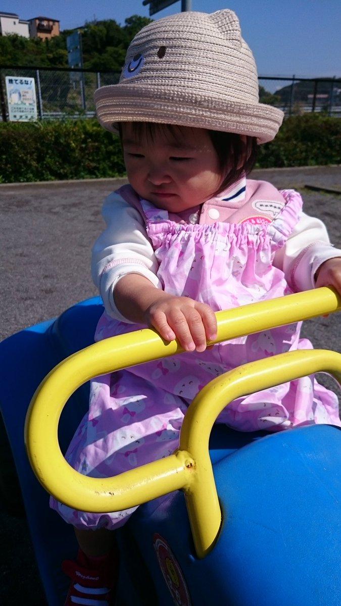 うなじが可愛すぎる(。•ﻌ•。) 公園の車もお気に入りで乗りながらぷっぷーっていう
