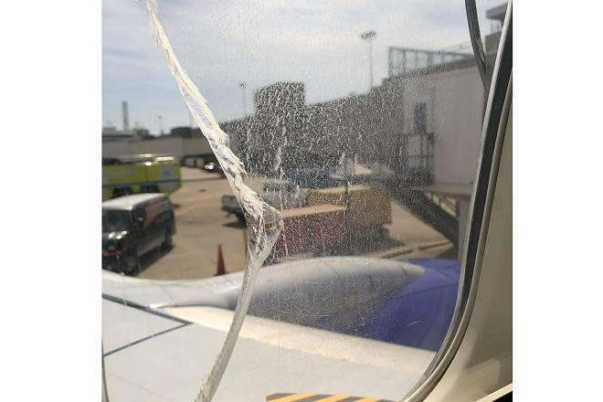 Window cracked! #SouthwestAirlines Chicago-New Jersey flight forced to land in Cleveland https://t.co/XXpB3MlufL