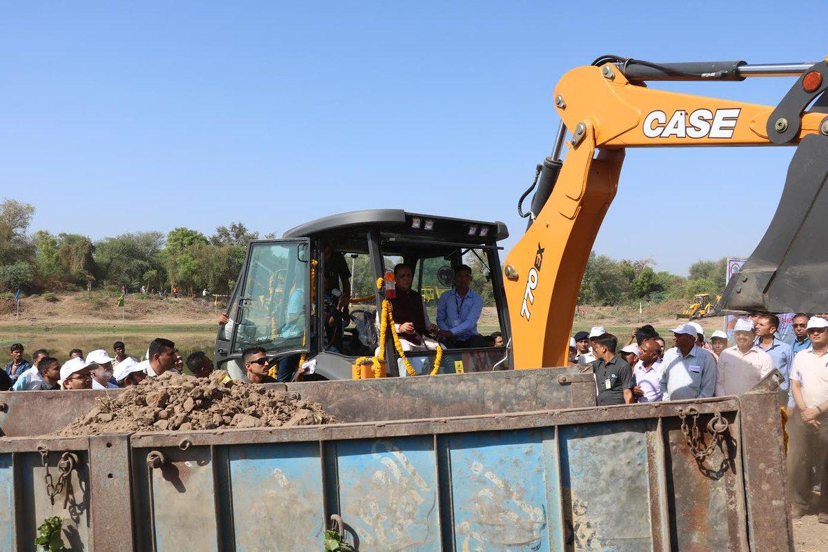 Chief Minister sits behind the wheel of JCB to dig earth at Shertha talav in Gandhinagar