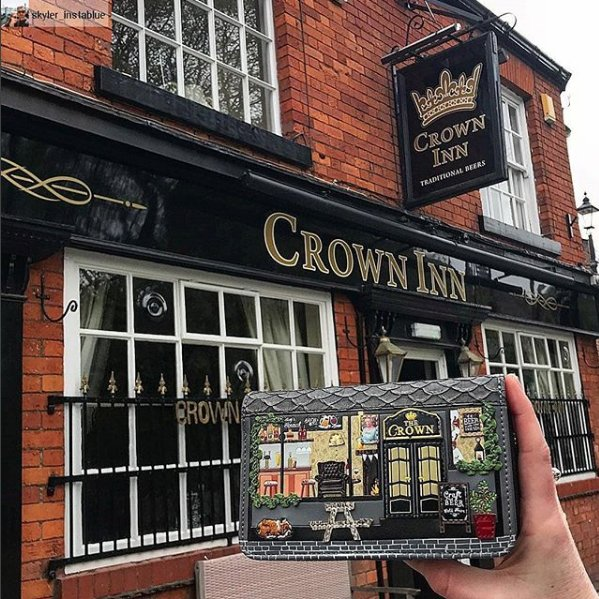 When one of our fans finds the perfect match to her 'The Crown' zip around wallet! Thank you @skyler_instablue ! :) Want to have a closer look at our The Crown collection? follow this link: http://ow.ly/rPBs30jOvLp  #thecrown #Englishpub #veganleatherpurse #funkydesign #funkywalletpic.twitter.com/SGnJeaxgsh