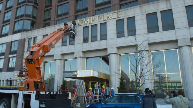 Judge rules residents of 'Trump Place' can remove Trump name from building https://t.co/POM5ZZJ5Dd https://t.co/b5ojd7r56T
