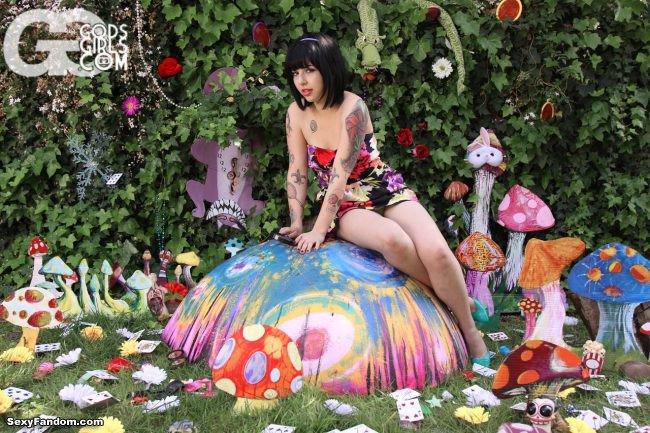 Sexy Fandom: Joelle in Wonderland https://t.co/r7gnJgKswd...