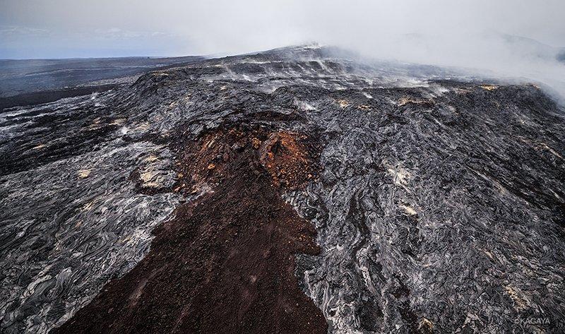 以前撮影したハワイ島、キラウエア火山の空撮写真より。 1、ハレマウマウ火口付近(2016年9月) 2、プウ・オオ火口付近(2015年5月) 3、オーシャンエントリー(2016年9)