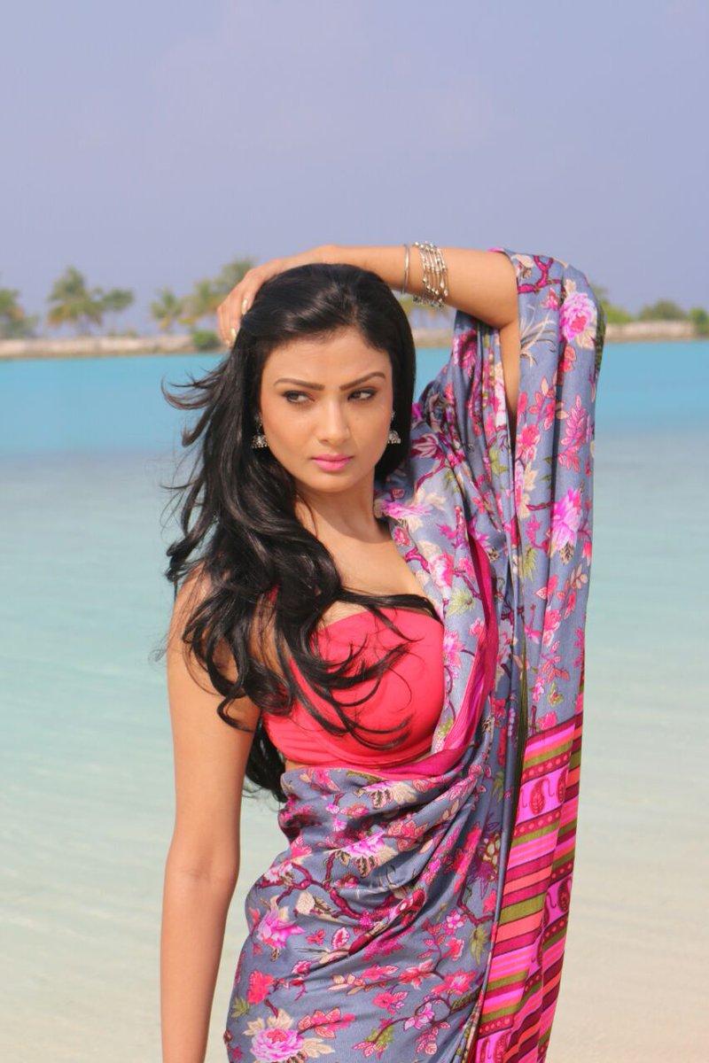 Actress Ishita Vyas Lovely Pics More Pics:http://www.nettv4u.com/celebrities-gallery/hindi/actress-ishita-vyas-lovely-pics…  #IshitaVyas #IshitaVyasFans