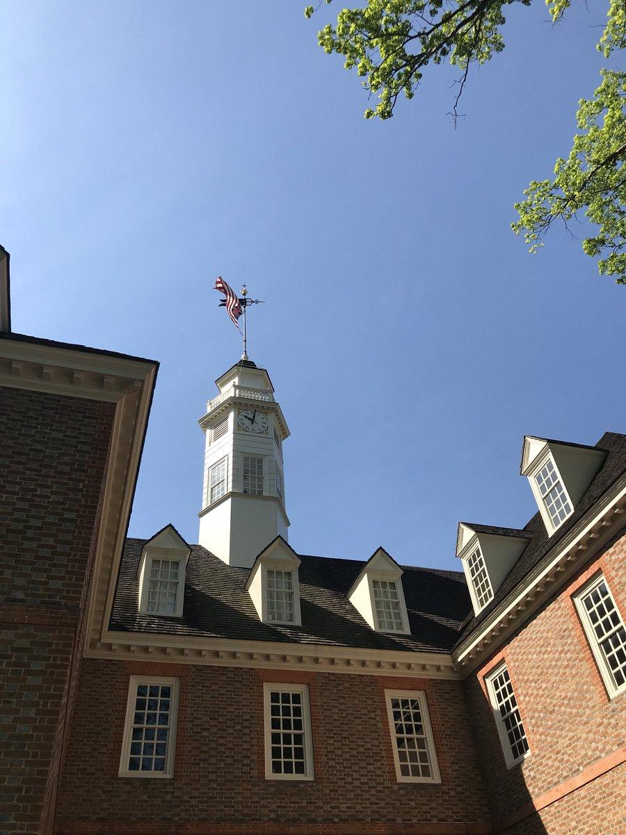 Beautiful day at historic Colonial Williamsburg @colonialwmsburg @strochindy #8thgradetrip <br>http://pic.twitter.com/kmMhKbTJIF