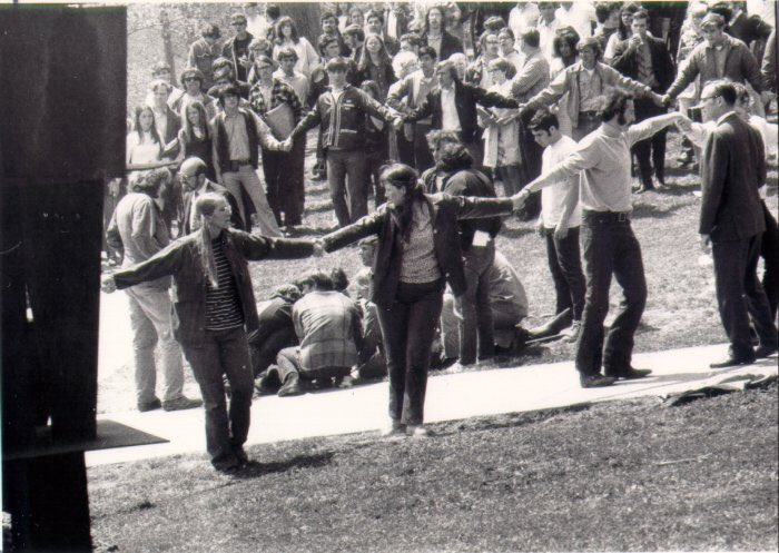 a look at the 1970 student protest against the vietnam war The protests at vpi also testified to the expanded reach of the american peace movement, which, by 1970, had grown in less than ten years from a small group of ardent pacifists into a mass movement opposed to the us war in vietnam.