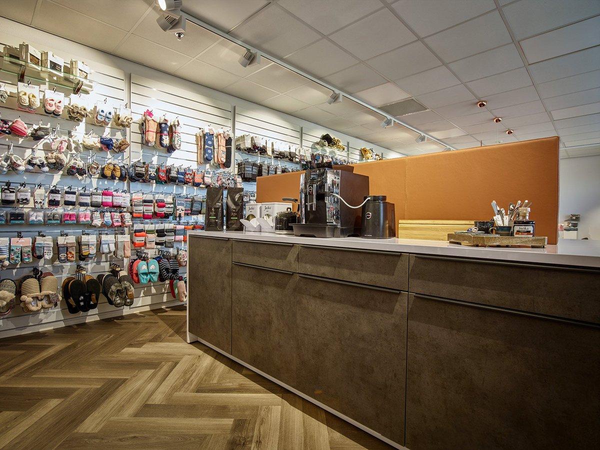 Design Meubels Outlet.Lande On Twitter Showrooms Full Of Socks Tights And Scarves