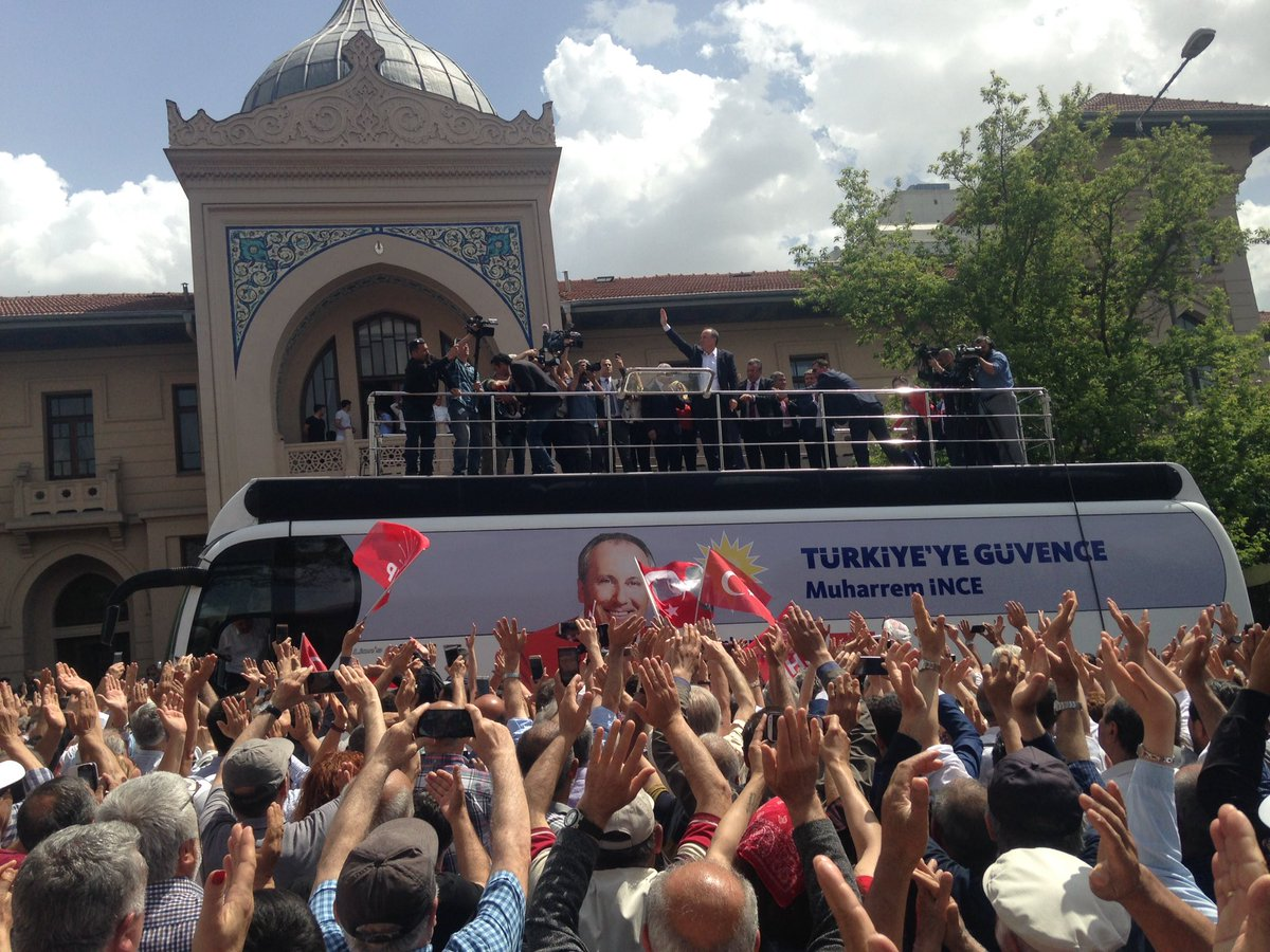 Muharrem İnce Birinci Meclis önünde Cumhurbaşkanlığı kampanyasını başlattı
