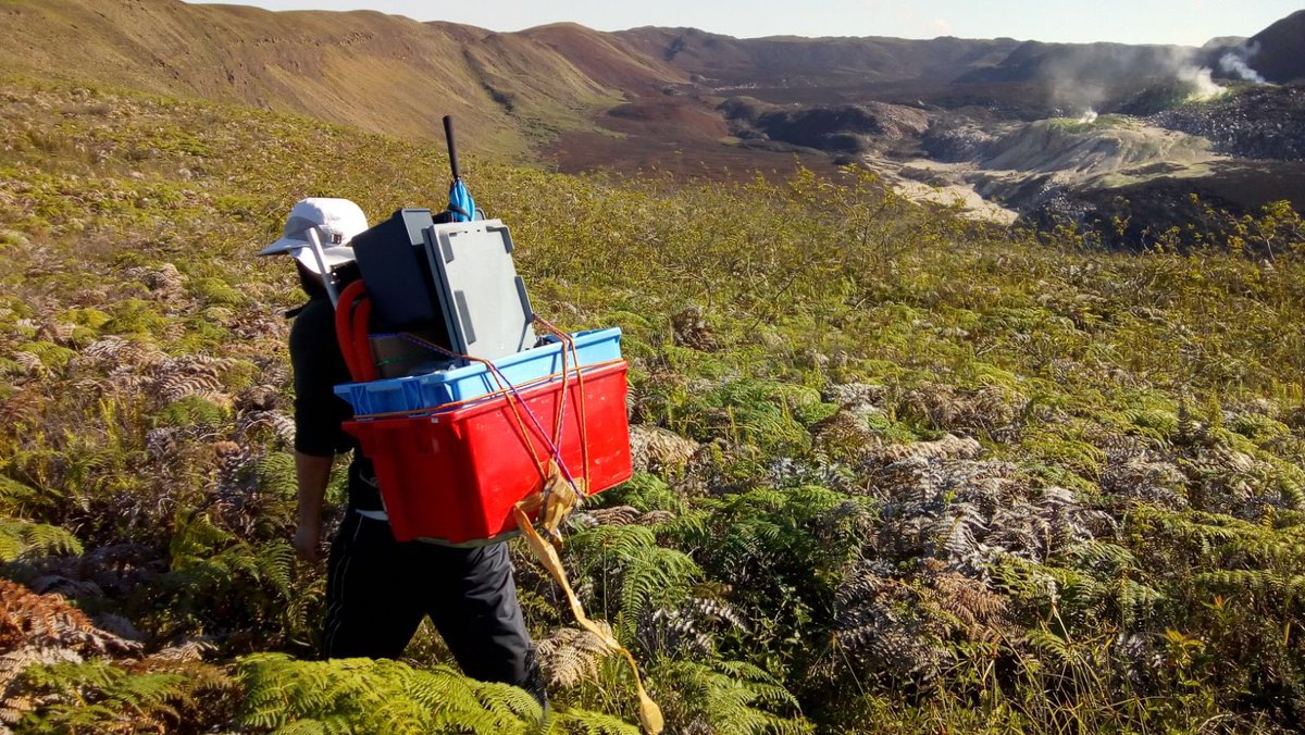 test Twitter Media - Geophysicists from DIAS have recently assisted the University of Edinburgh & the Instituto Geofisico at the Escuela Politecnica Nacional (IGEPN), deploy a network of seismometers at Sierra Negra, a large basaltic volcano in the Galapagos Islands, Ecuador. https://t.co/yfad9nZIws