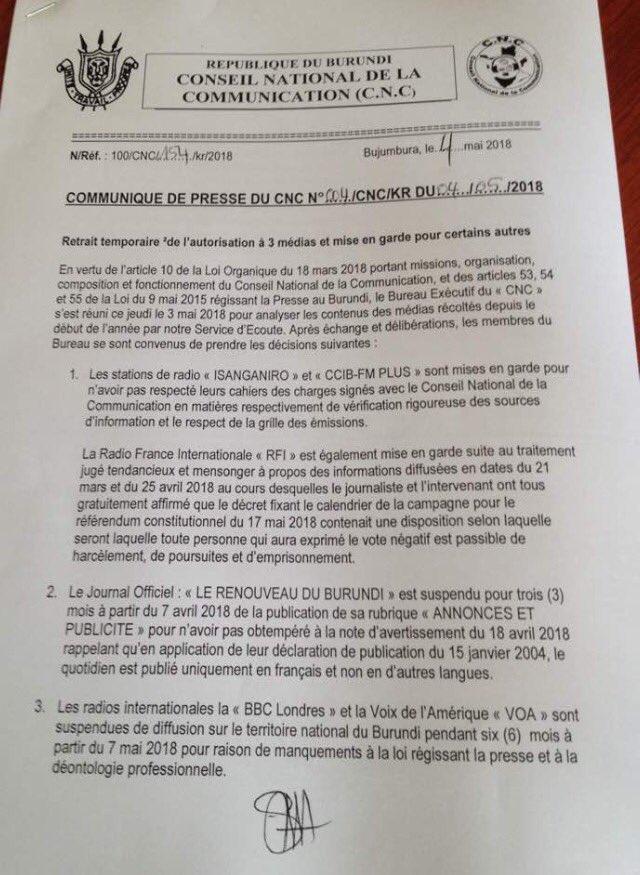 La suspendue de la République (DOCUMENTS) (French Edition)