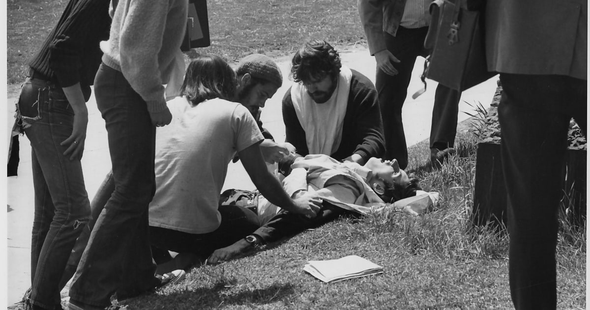 the kent state massacre Students protesting at kent state university, kent, ohio, 1970 in may 1970, students protesting the bombing of cambodia by united states military forces, clashed with ohio national guardsmen on the kent state university campus.