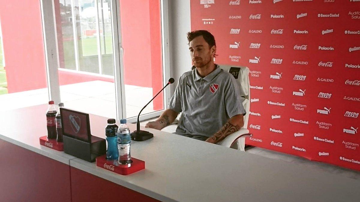 """Fernando Amorebieta """"Este fútbol se juega con mucho roce, no estaba acostumbrado a eso. En Europa los delanteros no aprietan tanto"""" DcXKcm_WkAIPW51"""