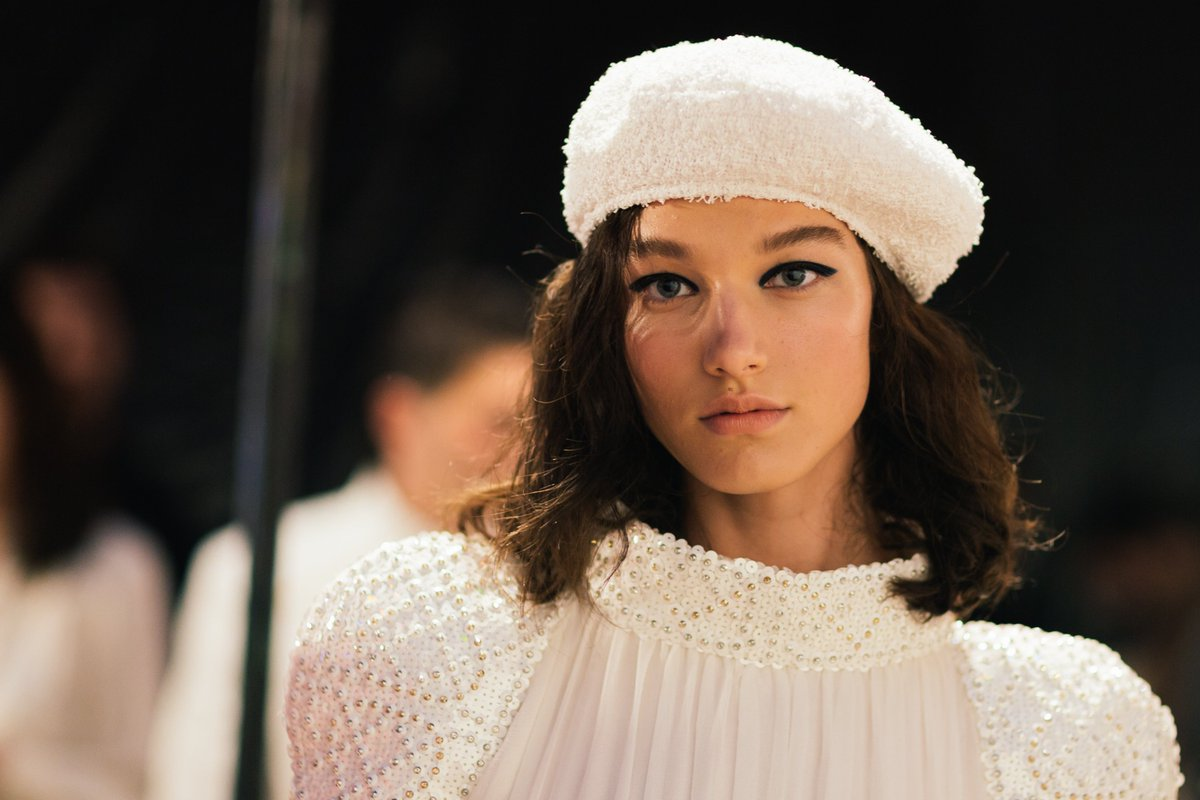 7c3aabc9 At the #CHANELCruise 2018/19 show, models wearing a seafaring-inspired  beret embarked aboard the 'La Pausa' liner.pic.twitter.com/QxDgTPT6r7