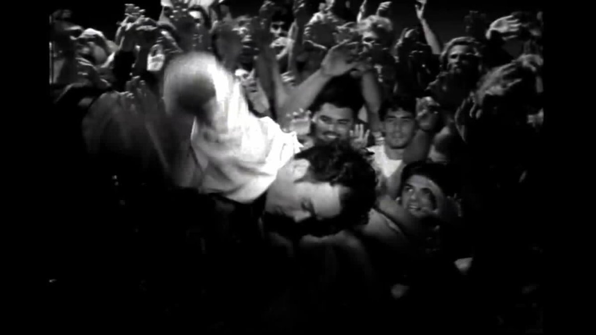 "25 yrs ago I was an extra in R.E.M.'s ""Drive"" video but had never been able to locate myself in it, despite Zapruder-level analysis. Thanks to  sharp-eyed RU TALKIN' R.E.M. RE: ME? listeners, that long national nightmare is over..."