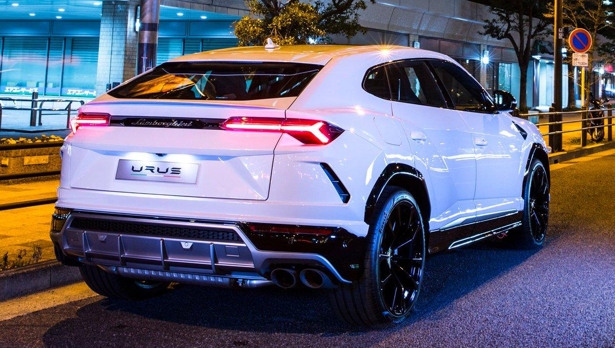 Carsinpixels On Twitter White Lamborghini Urus Finished With Gloss Black Rims Lamborghini