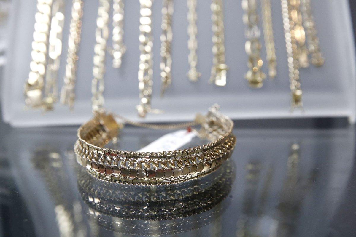 c55846bdbc65 fotogaleria expo venta de joyas de la caja metropolitana fotos melina mejia  andina