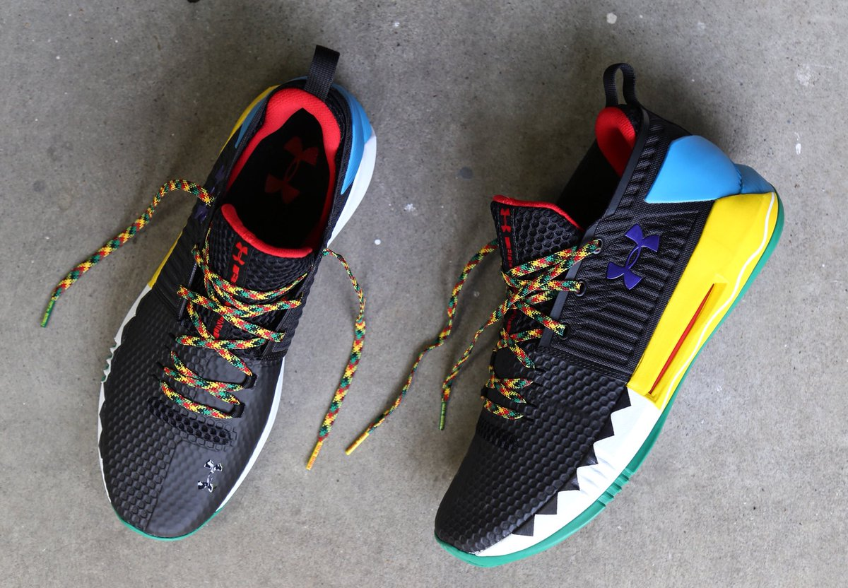 927f4f9fb8b8 ... later watch with his dad  https   www.underarmour.com en-us mens-ua- drive-4-low-rookie-le-basketball-shoes pid3020414-003  …pic.twitter.com ydGMTAeM59
