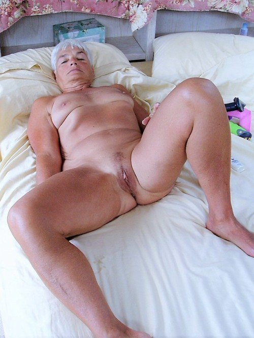 Cam of grannies pussy