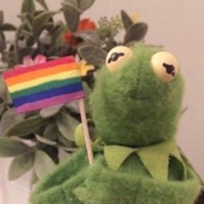 when you see gay couples in public https://t.co/fEe9TSCa6z