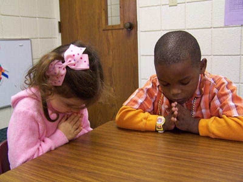 praying in school - 800×600