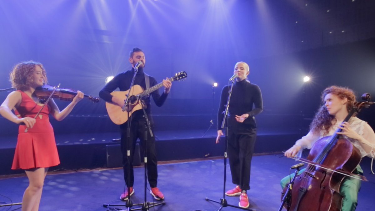 Frissons garantis ! Quand @MadameMonsieur rencontre Camille et Julie Berthollet @Duo2Choc pour reprendre Mercy, cest juste magique 😍 #Eurovision