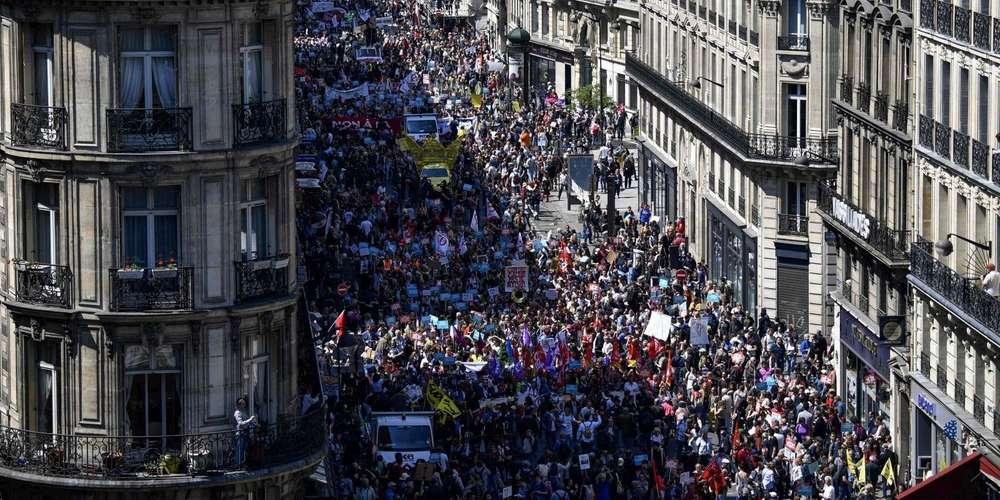Fête à Macron: de 40 000 à 160 000 manifestants ont défilé sans incidents à Paris sudouest.fr/2018/05/05/fet…