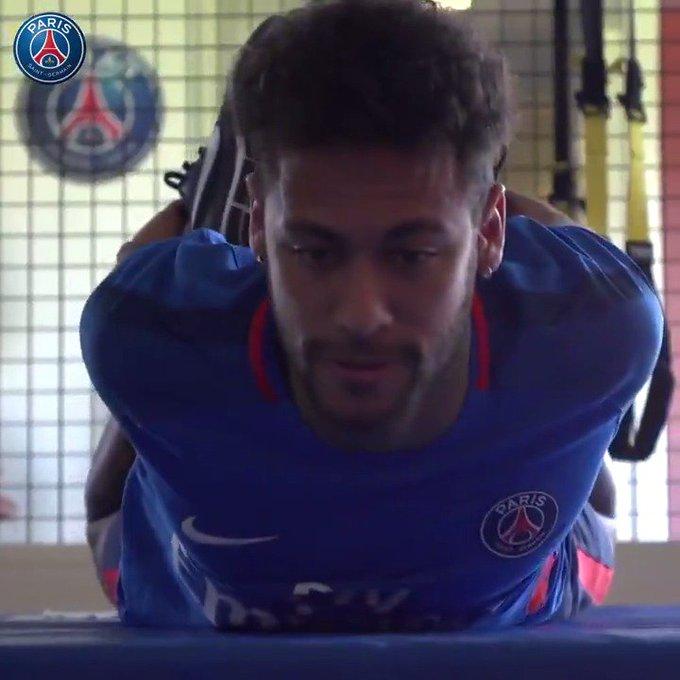 """Neymar treina na academia, e Thiago Silva tieta: """"Que alegria, falta pouco"""""""