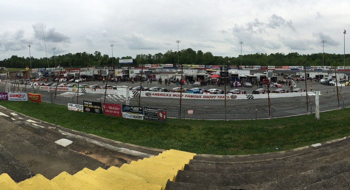 3:27 PM - 5 May 2018 from Hickory Motor Speedway