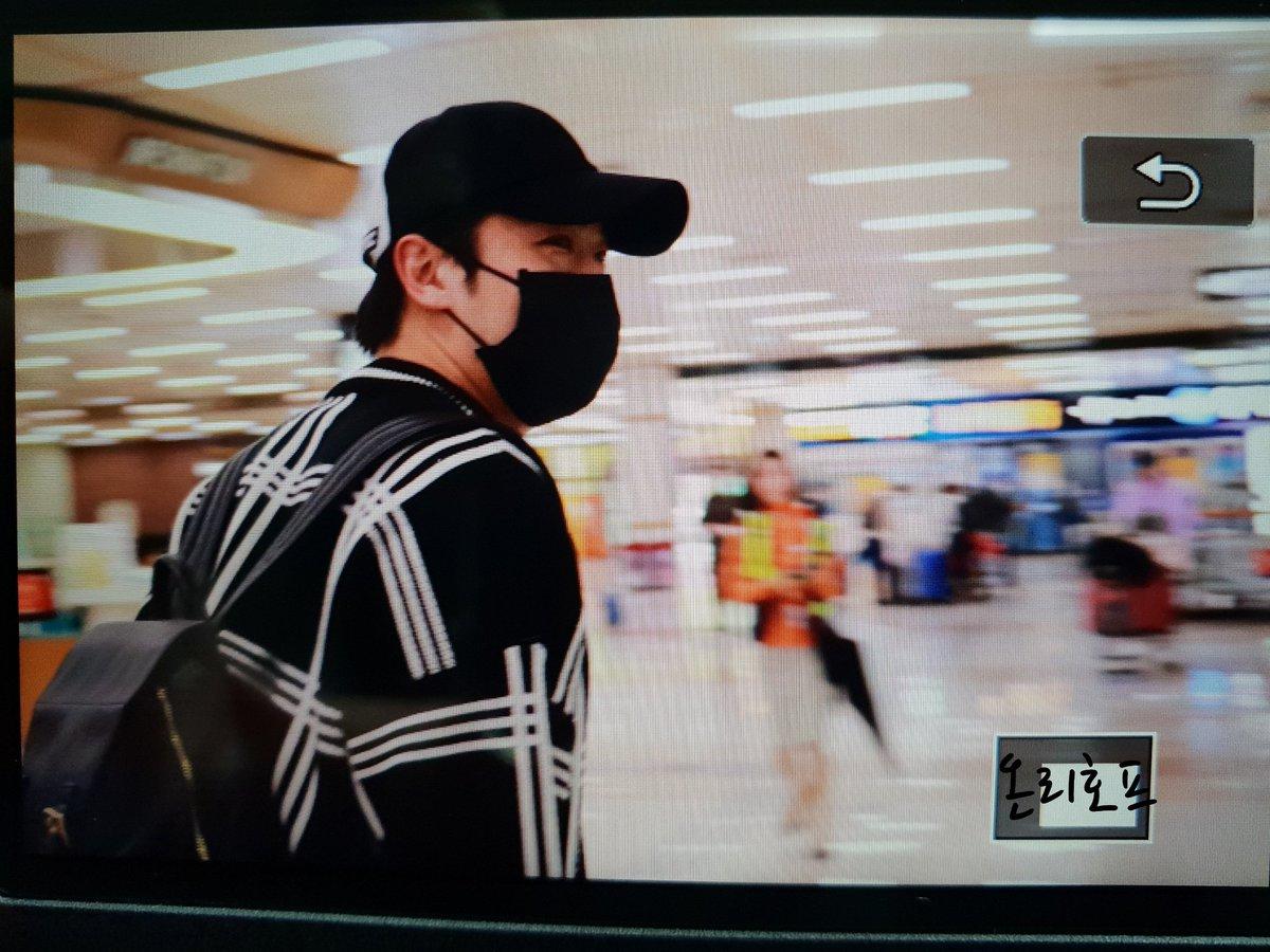 [vista previa] 180506 #진온 JinOn & RaeHyun  entrada al aeropuerto de Gimpo 포커즈  DcfG0I1U8AAjvOM
