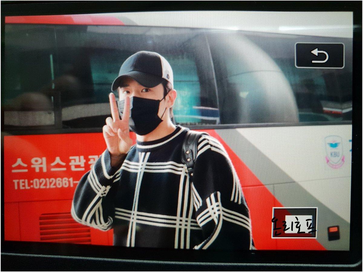 [vista previa] 180506 #진온 JinOn & RaeHyun  entrada al aeropuerto de Gimpo 포커즈  DcfG1_KV0AAx9dp