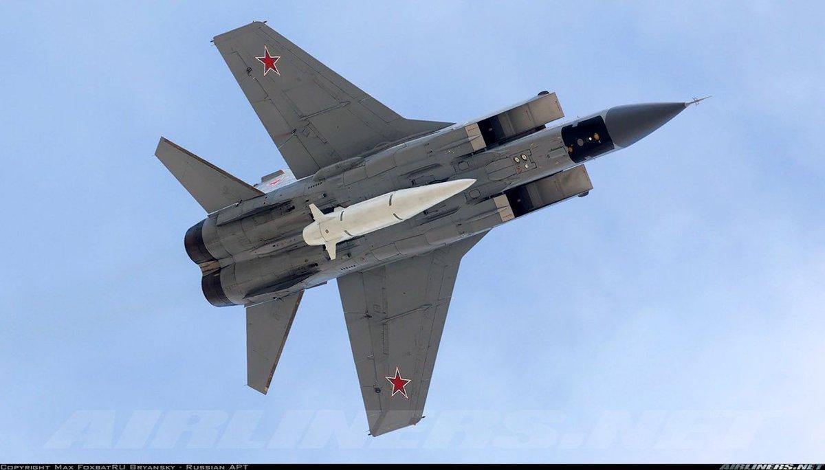 MiG-31K armado com um míssil hipersônico Kh-47M2 Kinzhal