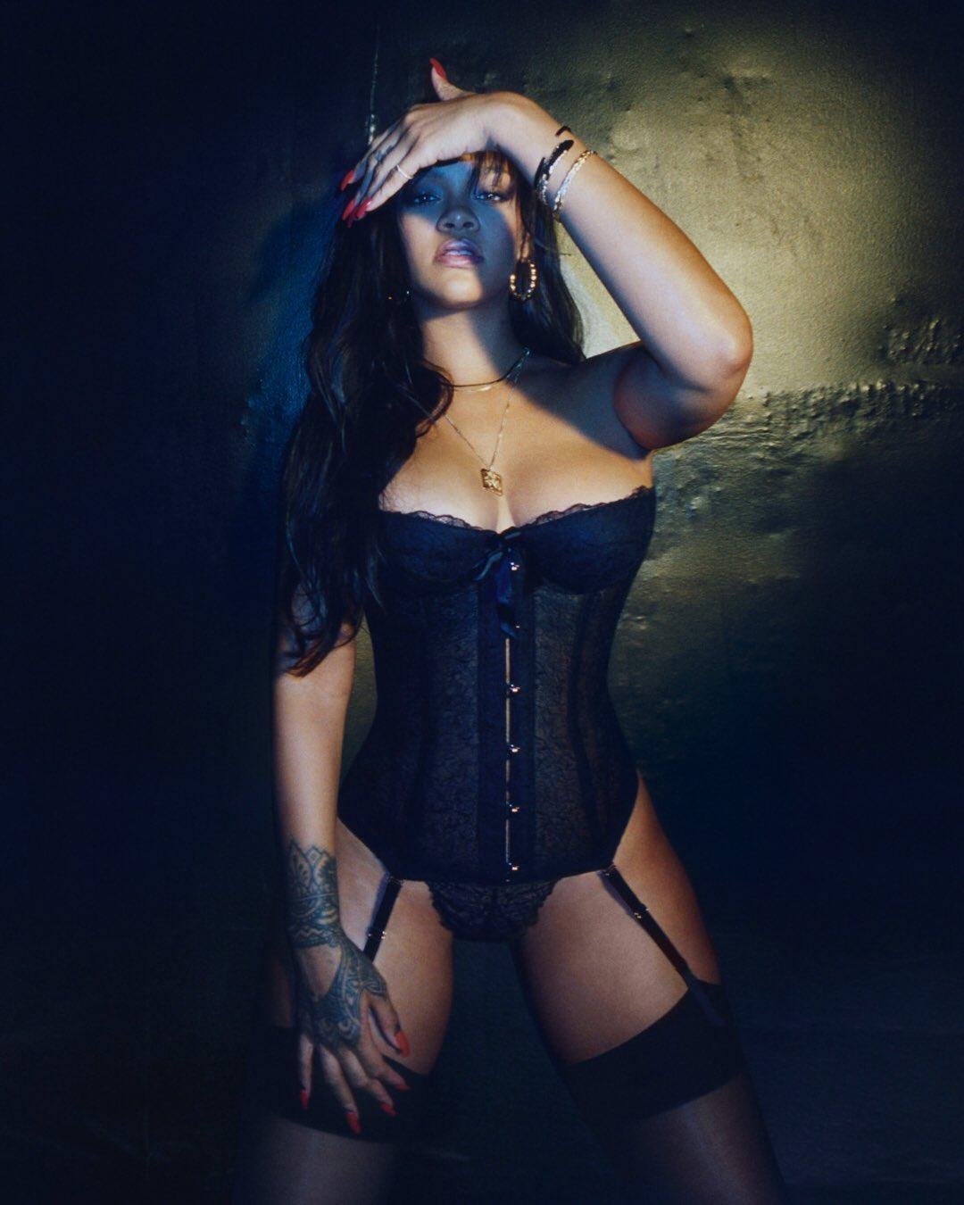 Rihanna  - Σελίδα 2 Dch3m5CV0AAIU4M
