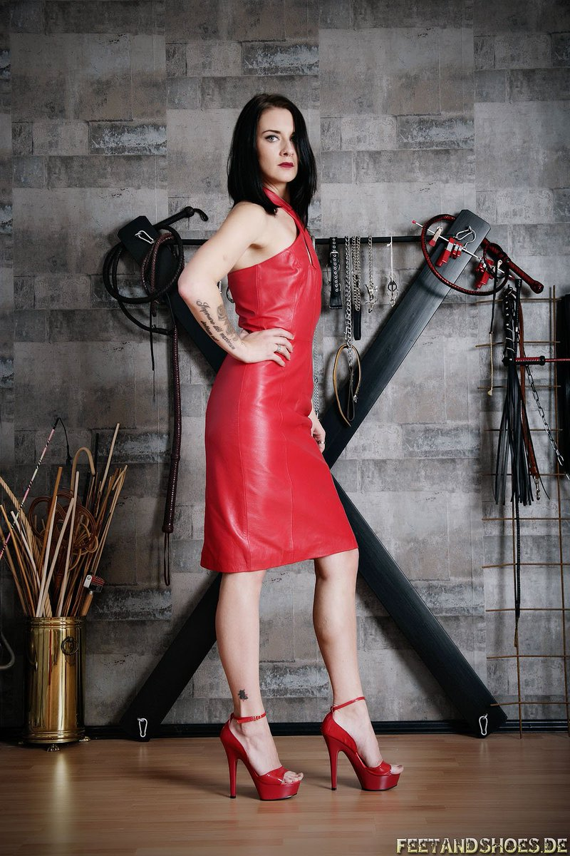 Трах сюжетом госпожа виола услуги азиатками