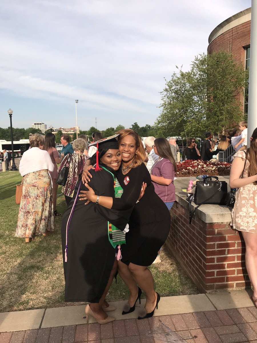 My baby's a college graduate #BamaGrad #PrettyAndEducated pic.twitter.com/OqYTxJoHDZ – at The University of Alabama