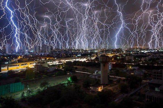 インドで起きた衝撃的な落雷映像